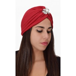 Turbante rojo con broche