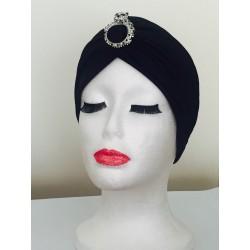 Turbante negro con broche